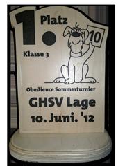 "Bild ""http://button.sarahsahni.de/board/kategorien/30_HUNDESPORT-ERFOLGE/dateien/Pokal_OB_Button_2012-06-11_240x.png"""